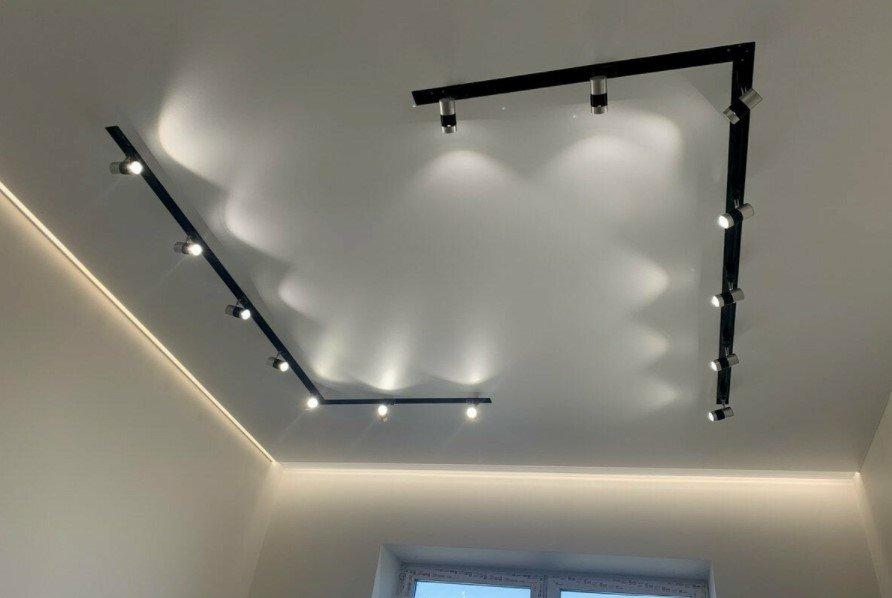 Как выбрать натяжные потолки и освещение для них?