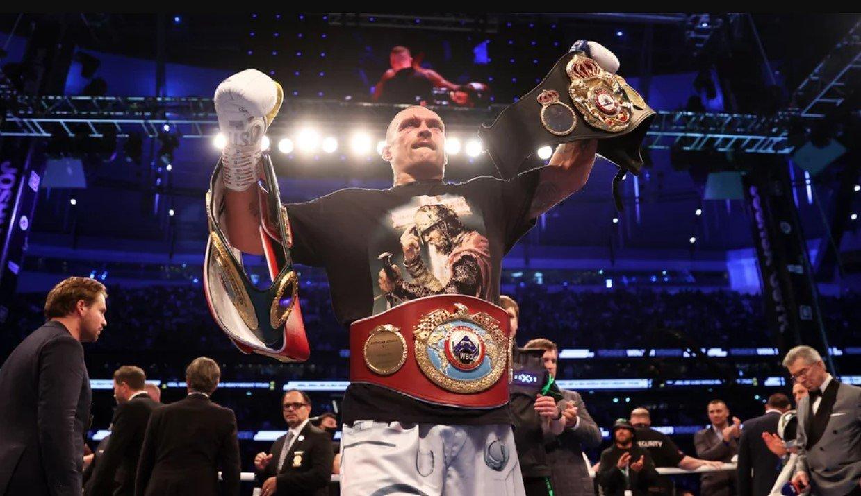 Украинский боксер Усик единогласным решением судей победил Джошуа
