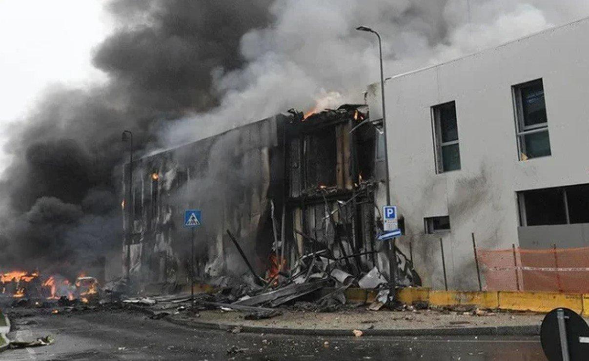 Шесть человек погибли в результате крушения самолета в Милане
