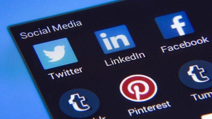 Техслужба Facebook назвала причину сбоя в работе сервисов